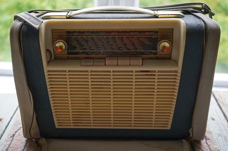 portable-radio-931428_788x523 copy